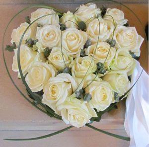 Hjerte i hvide roser
