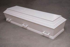 Hvid begravelseskiste med 6 håndtag. Fås også med 10 håndtag.